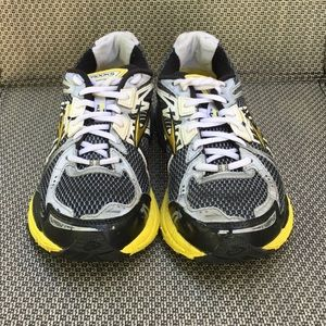 Ladies Brooks GTS 12 running shoes size 9.